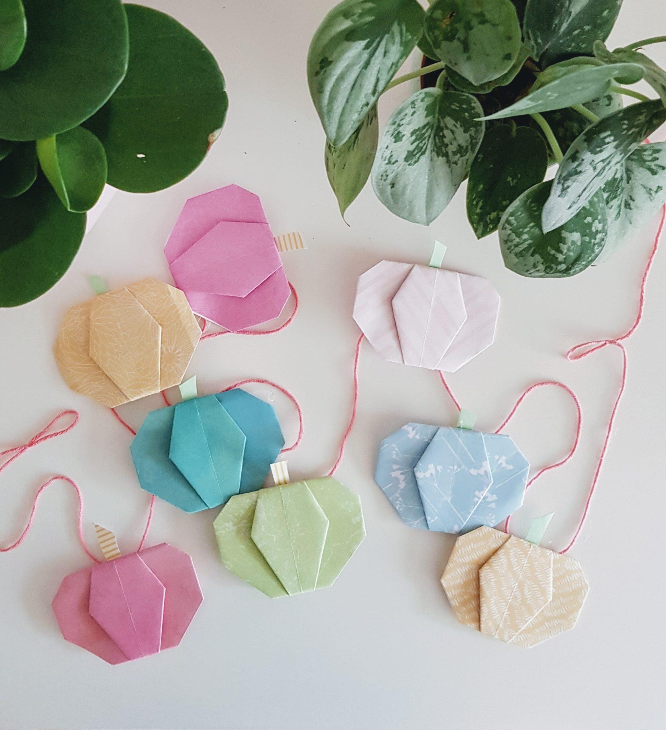 DIY // Origami Pompoen Slinger