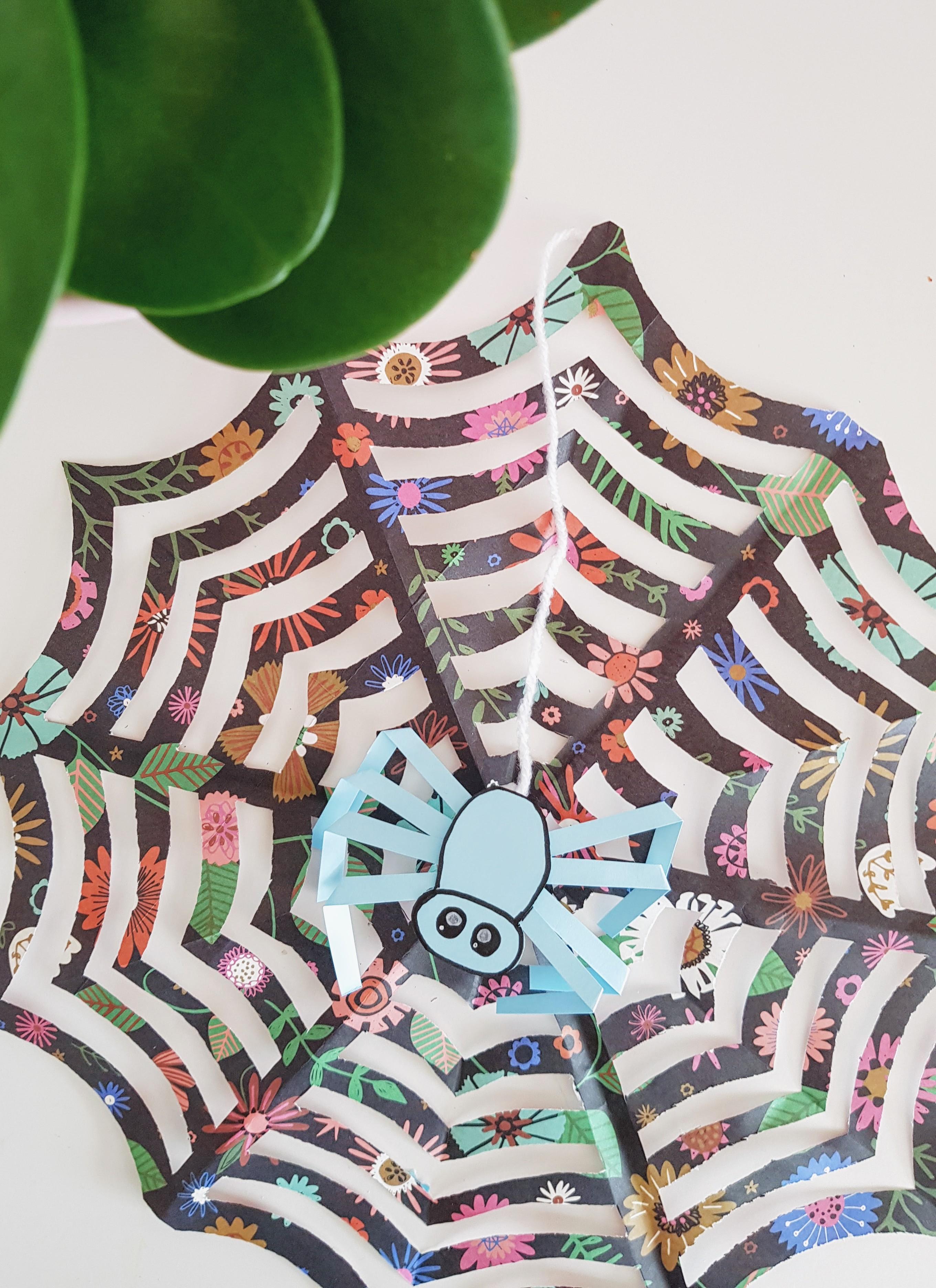 DIY // Spinnenweb van Papier
